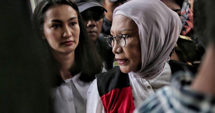 4 Dukungan Atiqah Hasiholan untuk Ratna Sarumpaet, bukti bakti anak