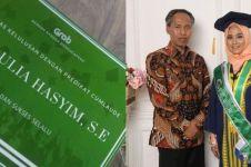 10 Potret Rizky Aulia Hasyim, driver Grab yang lulus cumlaude