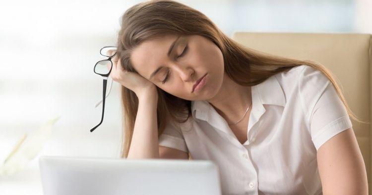 Cukup tidur tapi masih mengantuk, yuk kenali gejala hipersomnia