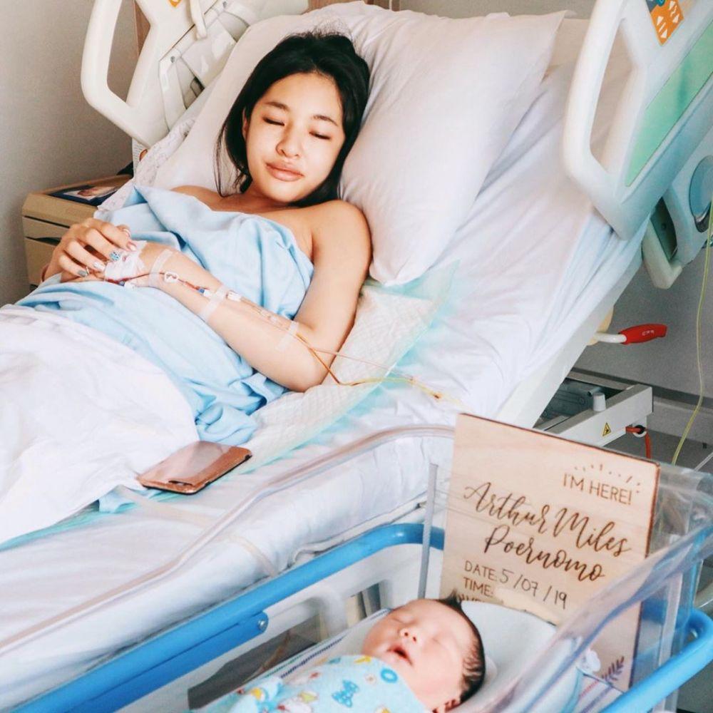 momen istri chef arnold melahirkan  © 2019 brilio.net