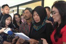 Baiq Nuril bacakan permohonan amnesti untuk Jokowi, berurai air mata