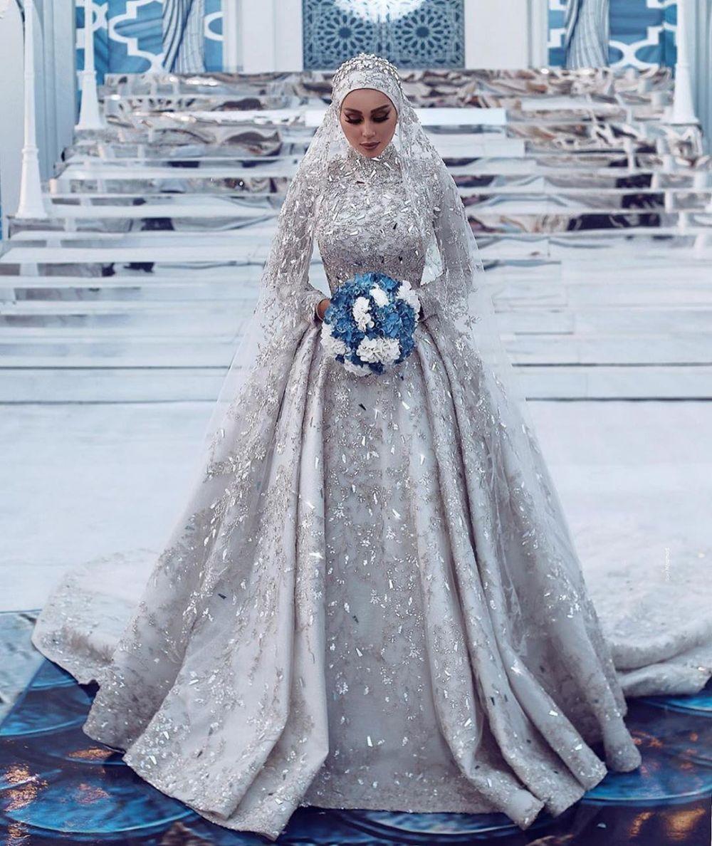 11 Inspirasi gaun pengantin berhijab, cantik dan elegan