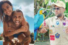 12 Potret liburan seru Dani Alves dan istri di Bali, foto bareng satwa