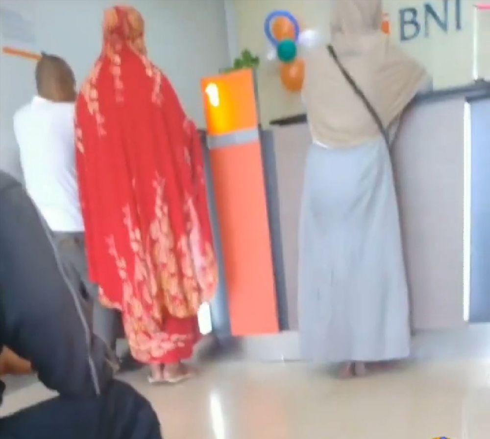 gaya busana orang indonesia tak biasa kocak © berbagai sumber