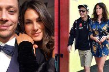 Beda 16 tahun, begini kisah cinta unik Valentino Rossi & umbrella girl