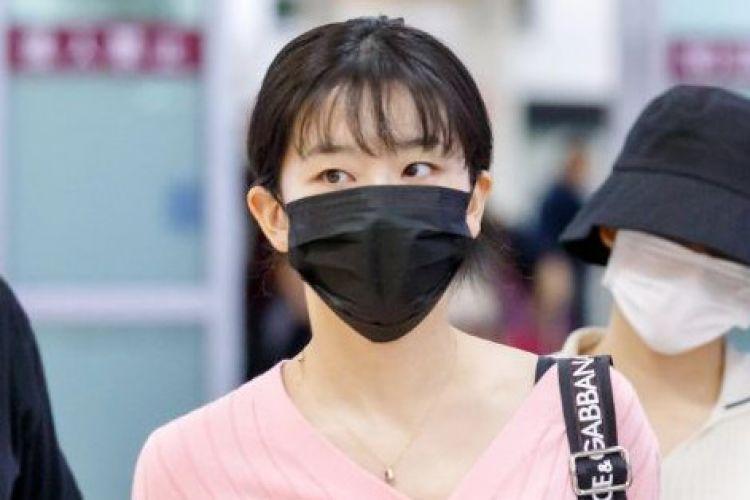 Bukan kelabuhi fans, ini alasan idol K-Pop pakai masker di bandara