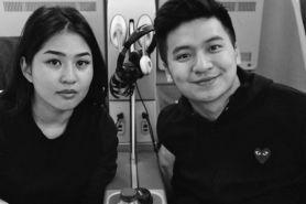 7 Potret romantis Rius Vernandes & Elwi, viral karena Garuda Indonesia