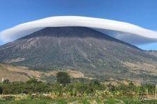 Gunung Rinjani 'bertopi' jadi penanda gempa, ini fakta ilmiahnya