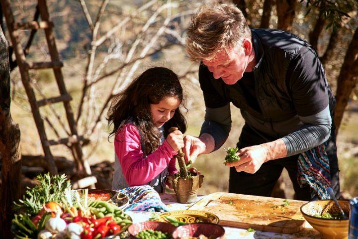 Begini ekspedisi kuliner ala Gordon Ramsay, mengulik tradisi lokal