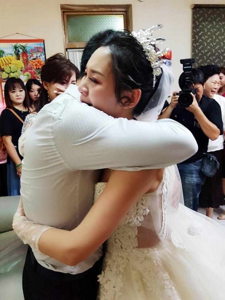 ayah menangis anak menikah © 2019 worldofbuzz
