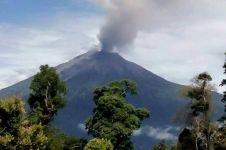 Gunung Kerinci erupsi & semburkan abu 800 meter, ini penampakannya