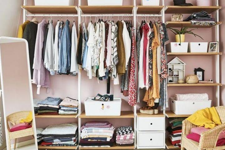 20 Desain lemari pakaian tanpa pintu, semuanya modern dan simpel