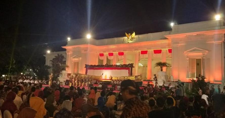 Jokowi pantau gempa Banten sambil nonton wayang di istana