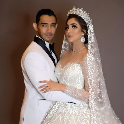 Gaun pengantin 5 seleb ini bertabur Swarovski, glamor abis