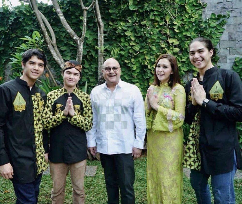 Potret kedekatan Irwan Mussry dan anak-anak Maia istimewa