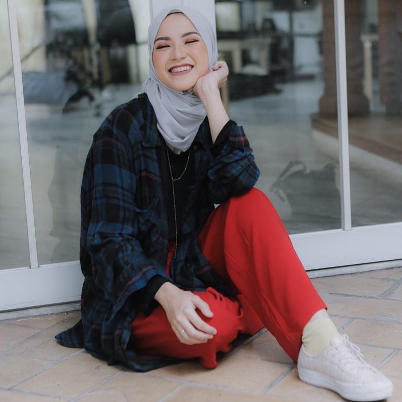 Hijab dengan baju kotak-kotak © 2019 brilio.net