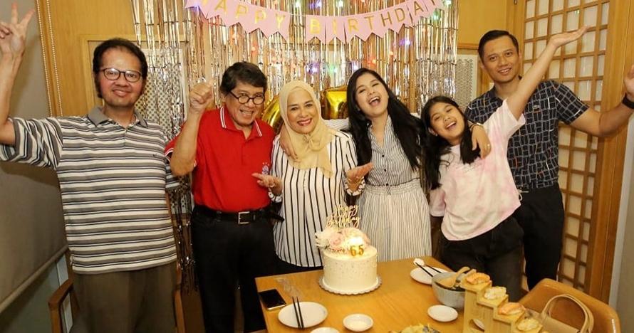 10 Momen perayaan ulang tahun ibunda Annisa Pohan, penuh keceriaan