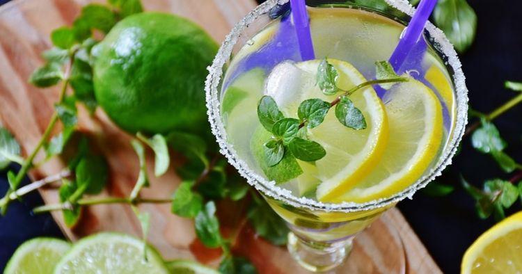 6 Resep kombinasi air putih dan buah, segar dan bikin sehat