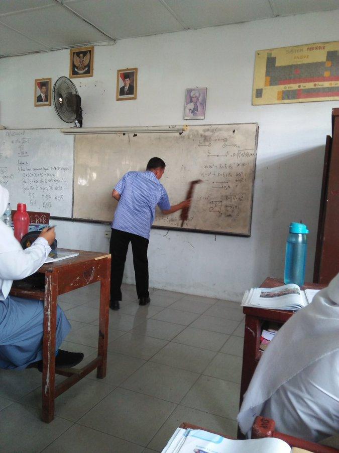 tingkah guru mengajar © 2019 berbagai sumber
