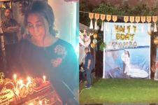10 Momen kejutan ultah Tania Nadira ke-28, kuenya curi perhatian