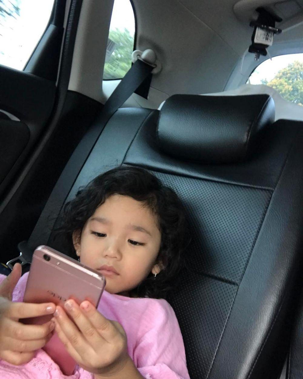 potret interior mobil Ayu Ting Ting instagram