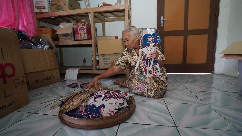 Mbah Atmo mainan tradisional © 2019 brilio.net