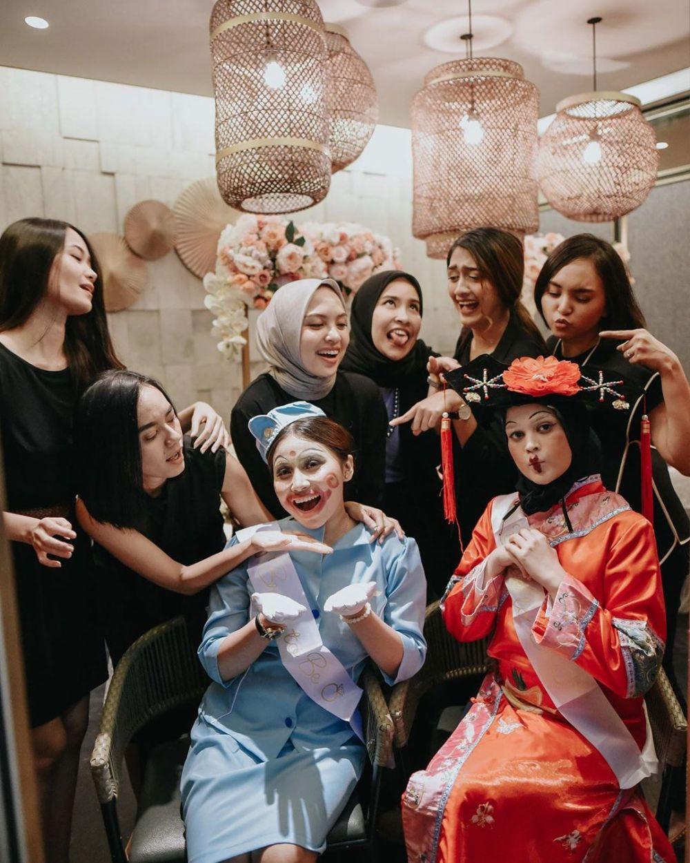 Bridal shower seleb cantik ini bertema tradisional © 2019 brilio.net