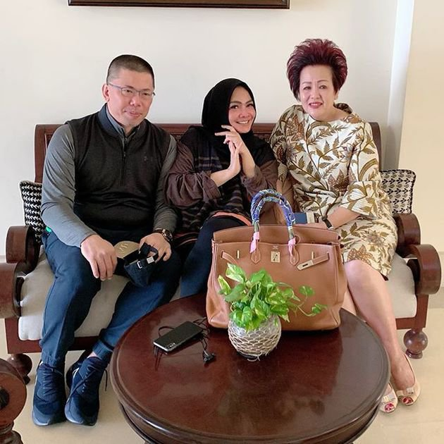 mesra Rieta Amilia dan suami kedua instagram