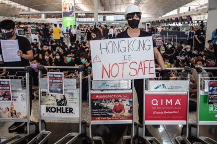 7 Potret demonstrasi di Hong Kong, 5.000 orang serbu bandara