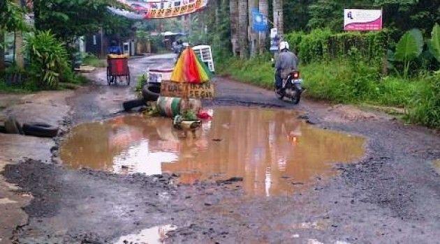 peringatan jalan rusak © 2019 berbagai sumber
