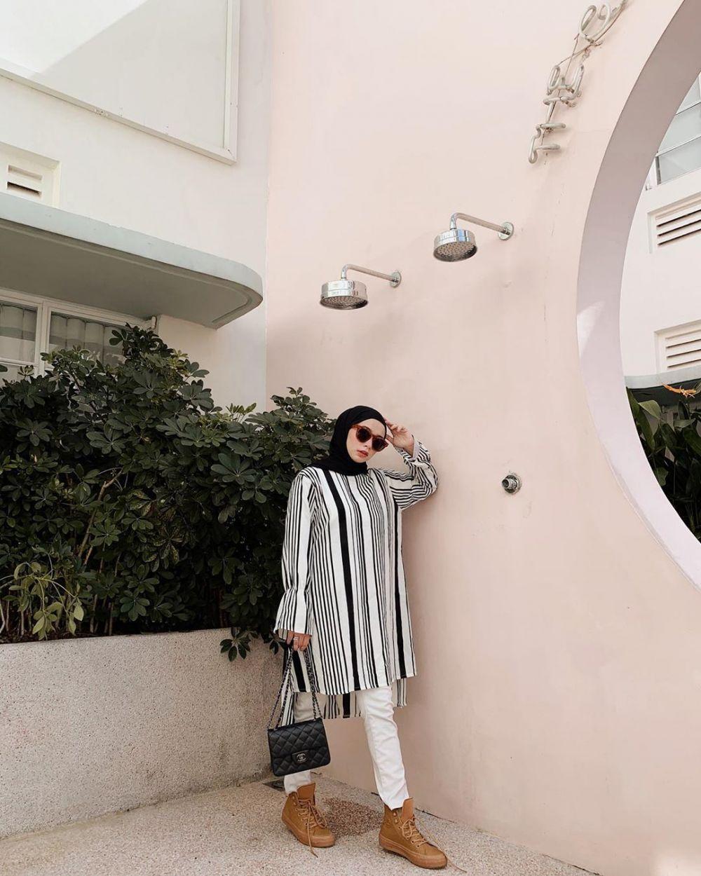 Padu Padan baju motif stripe © 2019 brilio.net