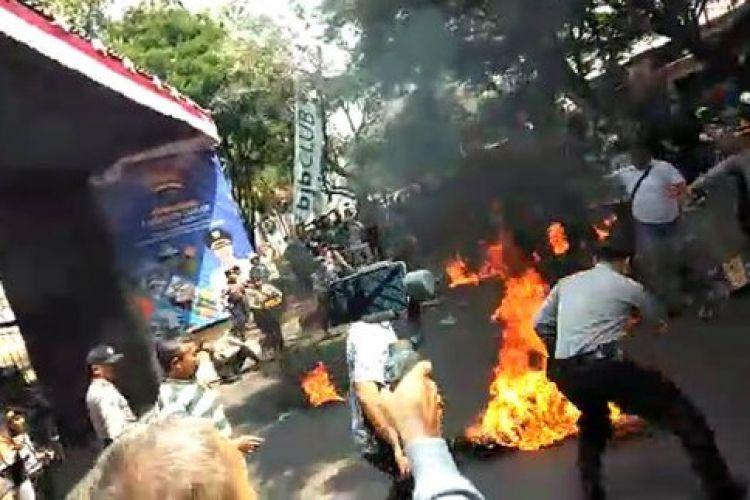 6 Fakta polisi dibakar di Cianjur, pelempar bensin ditangkap