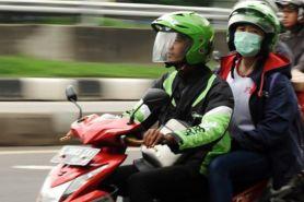 Jemput penumpang, motor pengemudi ojek online ini bikin kaget