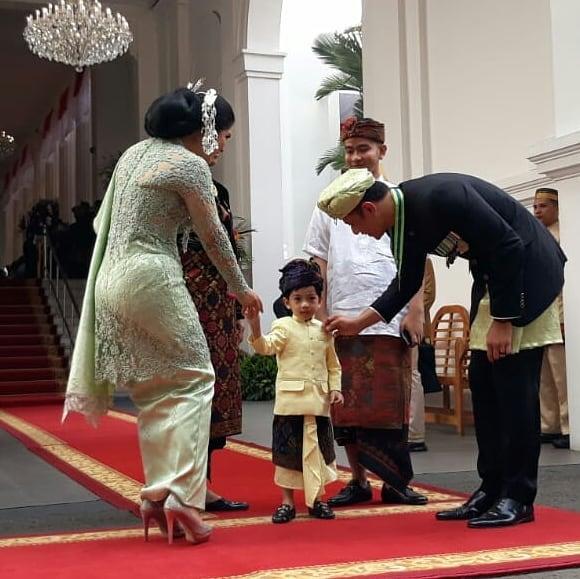 momen Jokowi ajak Jan Ethes © 2019 Istimewa