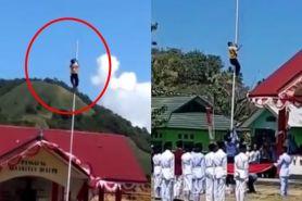 Aksi heroik siswa SMP panjat tiang saat upacara kemerdekaan ke-74