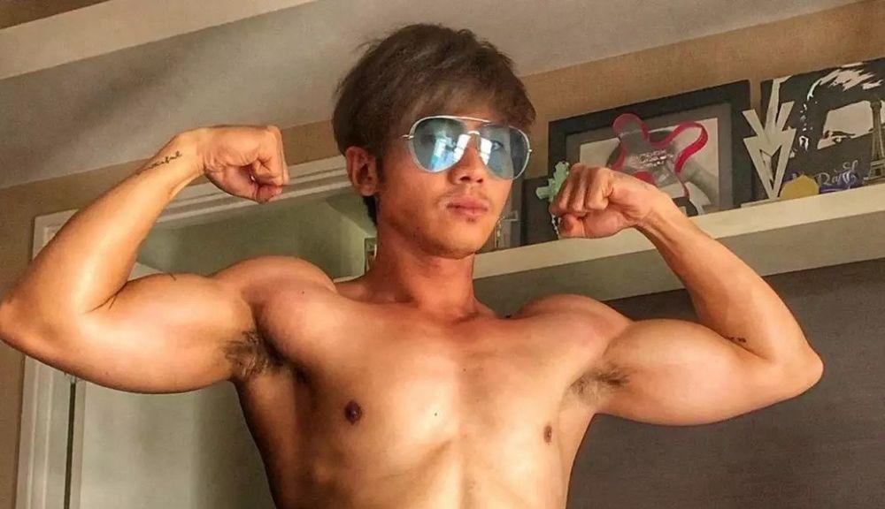 Rafael Tan pamer otot instagram