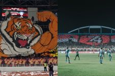 10 Potret koreografi suporter sepak bola Indonesia ini bikin takjub