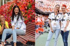 9 Momen babymoon Baim Wong & istri di Spanyol, nonton sepak bola