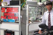 Kisah Pak Gatot, penjual es goreng bisa kuliahkan 3 anaknya hingga S2