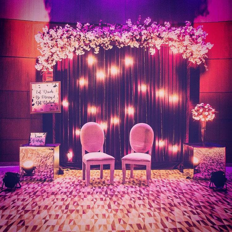 15 Inspirasi Photo Booth Untuk Pernikahan Unik Dan Instagramable