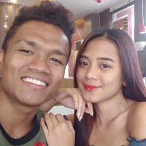 Potret pasangan ini viral, bukti cinta tak pandang fisik
