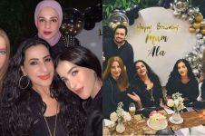 7 Momen ultah ibu Tasya Farasya, bernuansa warna emas dan hitam