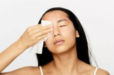 Bersihkan wajah pakai tisu basah, bisa munculkan masalah kulit
