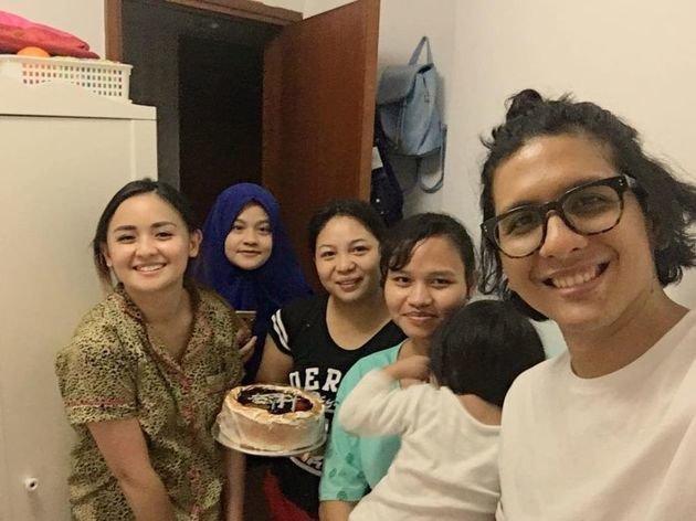 selebriti beri kejutan ulang tahun asisten instagram