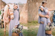Tampil beda, 12 potret Irish Bella maternity berhijab & pakai kuda