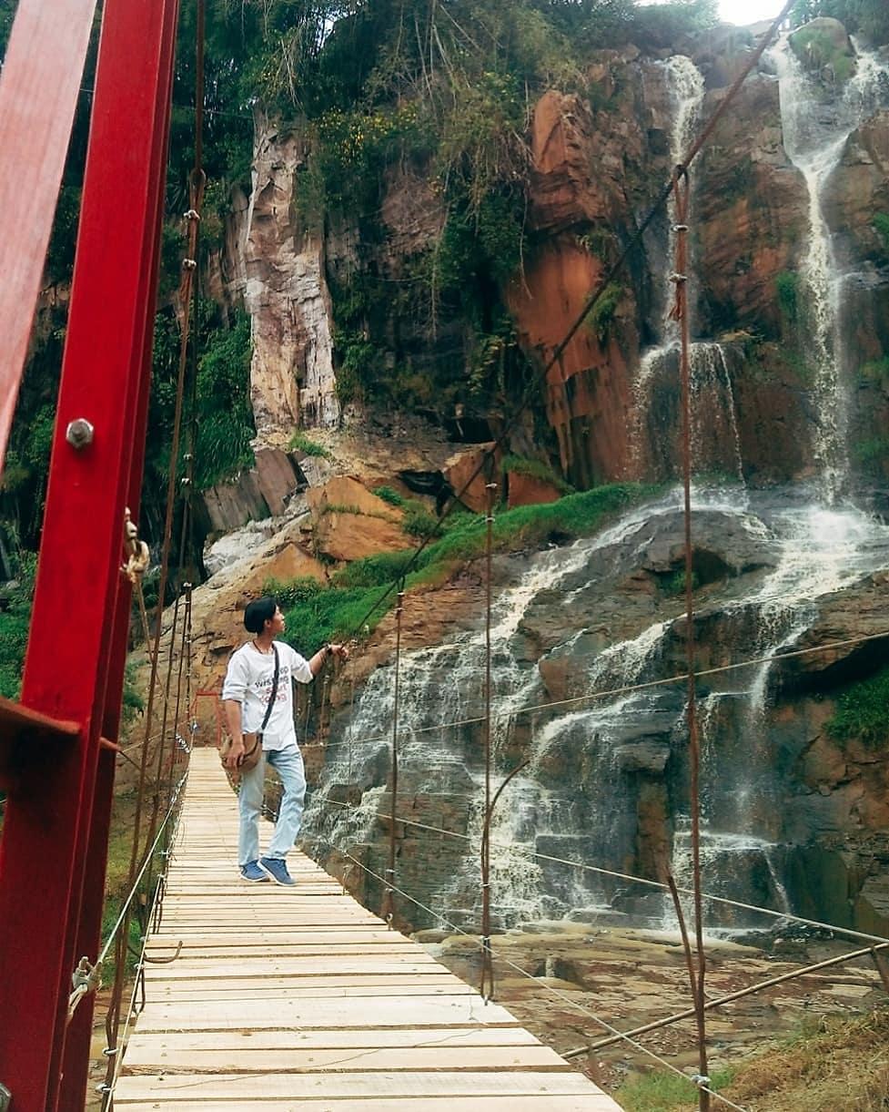 9 Air terjun tak jauh dari Bandung yang hits dan memesona Instagram