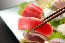 Makan raw fish bertahun-tahun, nasib pria ini berujung tragis