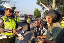 3 Cerita unik polisi saat razia lalu lintas, tilang istri sendiri