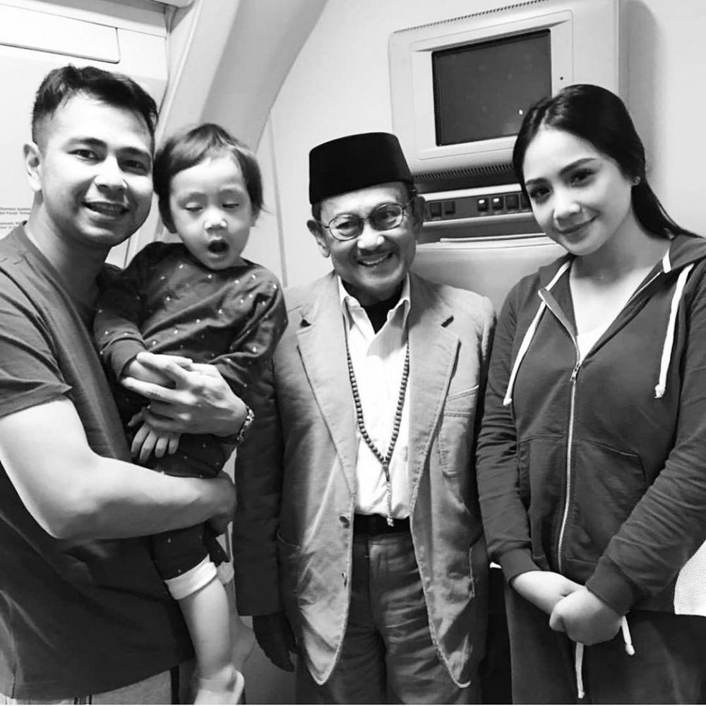 Potret kenangan seleb dengan mendiang BJ Habibie Instagram