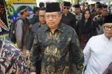 Kompak pakai baju batik, keluarga SBY melayat ke rumah Habibie